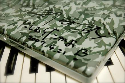 サインしてもらったiBookG4改